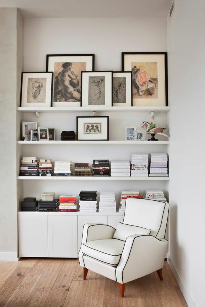 fauteuil-blanc-étagère-murale-art-graphiques