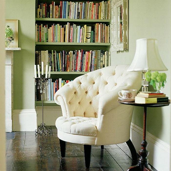 fauteuil-blanc-capitonné-assise-ronde-bibliothèque