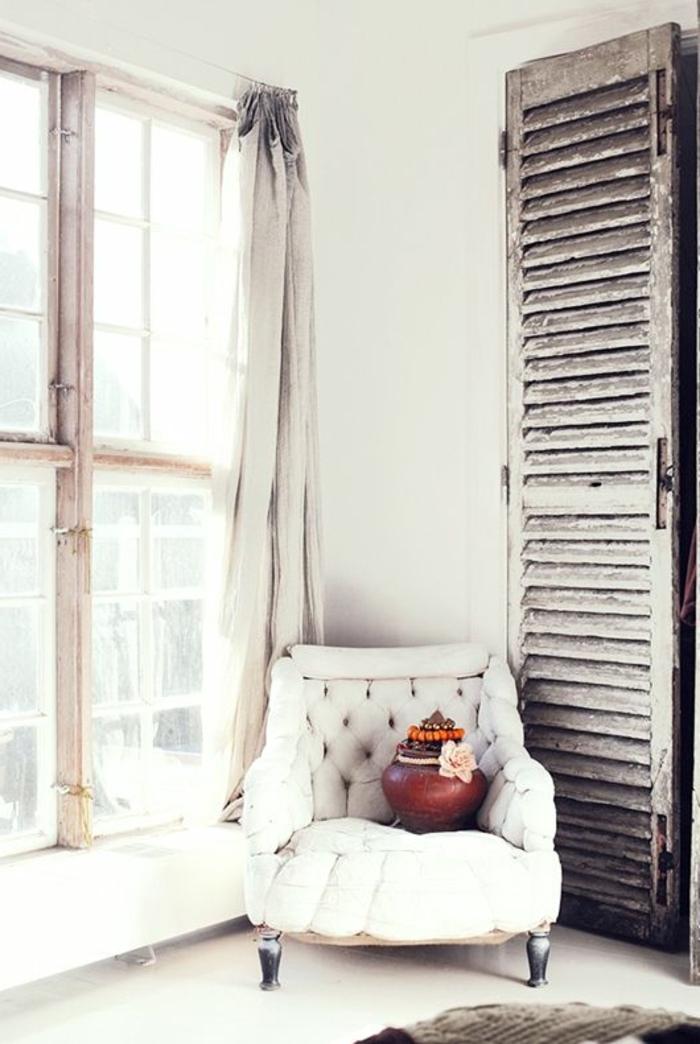 fauteuil-blanc-décor-vintage-original