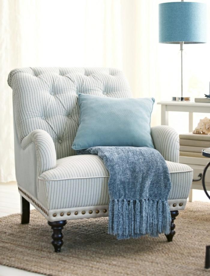 fauteuil-blanc-dossier-capitonné