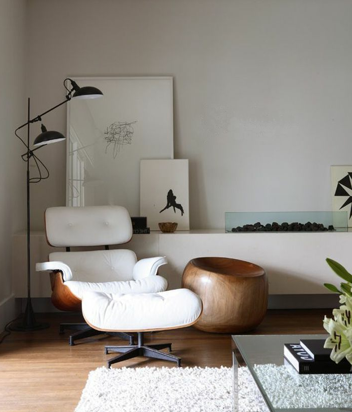 fauteuil-blanc-ergonomique-lampe-sur-pied-originale