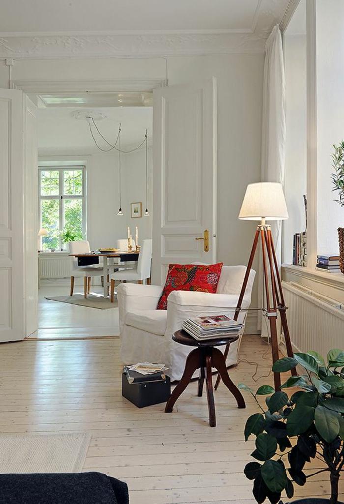 fauteuil-blanc-lampadaire-scandinave-coussin-rouge