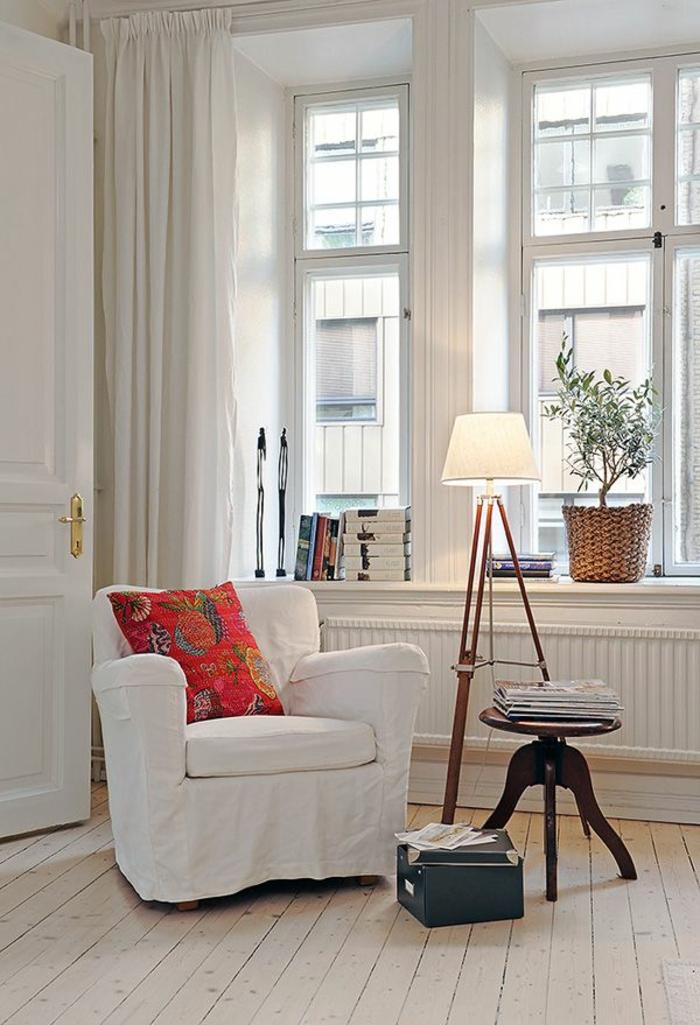 fauteuil-blanc-lampe-tripode-joli-intérieur-scandinave