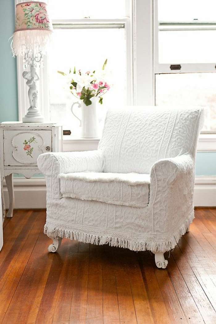 fauteuil-blanc-petite-commode-shabby-chic