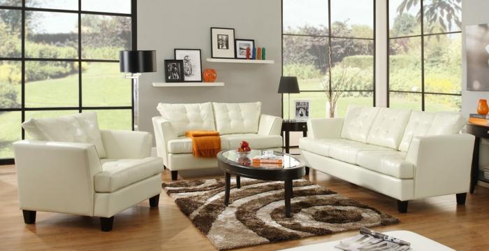 fauteuil-blanc-sofa-et-fauteuil-en-cuir-dans-la-salle-de-séjour