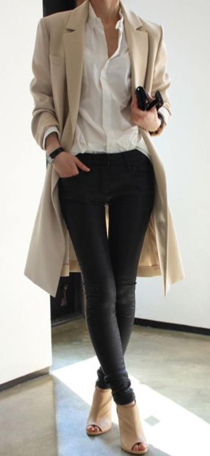 femme-belle-en-beige-chaussures-à-talon-femme-stylé-chic-avec-une-tenue-casuel-travail