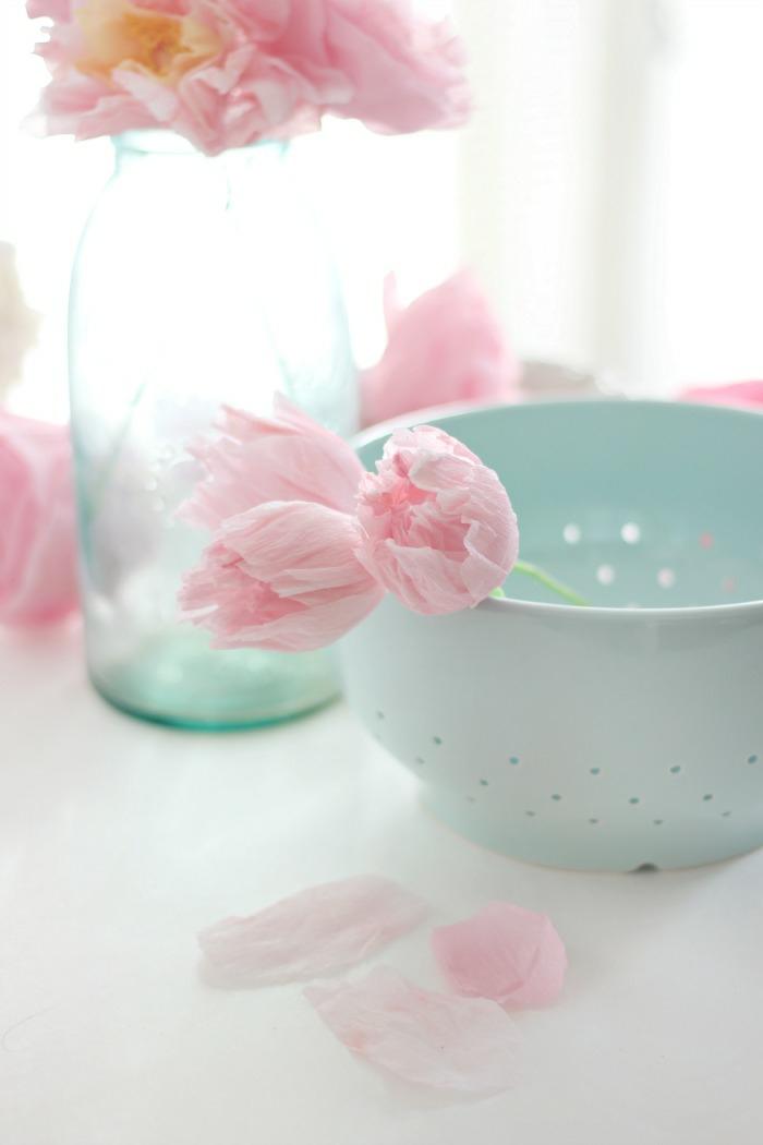 comment cr er une fleur en papier cr pon. Black Bedroom Furniture Sets. Home Design Ideas