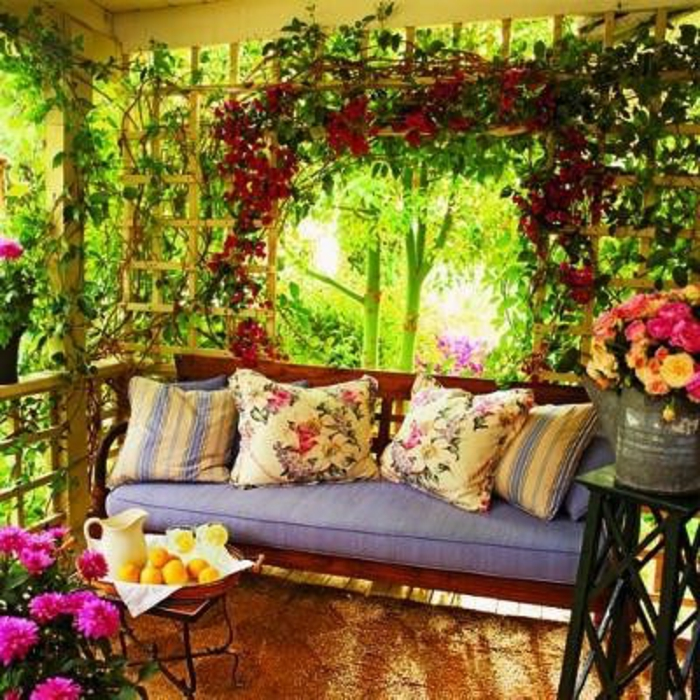 fleuri-son-balcon-avec-fleurs-d-extérieur-joli-cour-beacoup-de-fleur-dans-le-jardin