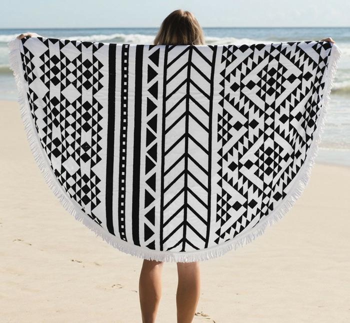 fouta-serviette-de-bain-drap-de-plage-grande-serviette-de-plage-en-blanc-et-noir-poncho-resized