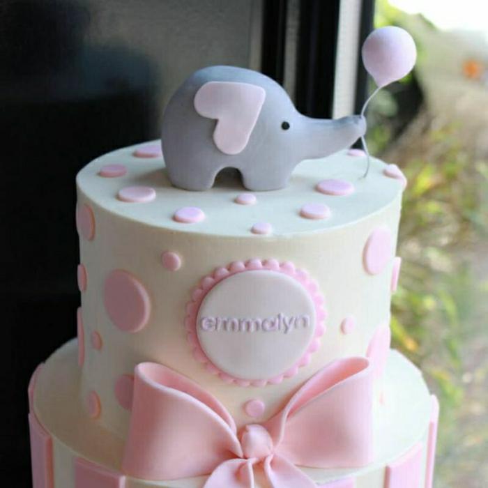 gâteaux-anniversaire-fille-gateau-anniversaire-1-an-fille-idée-déco-gâteau-blanc-jolie
