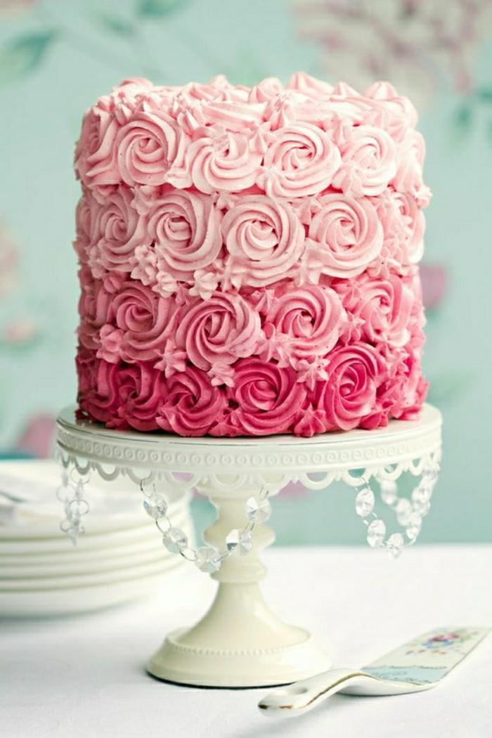 gateau-anniversaire-fille-2-ans-gateau-anniversaire-fille-6-ans-déco-festive-blanc-et-roses
