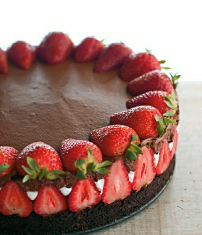 gateau-anniversaire-fille-2-ans-gateau-anniversaire-fille-6-ans-déco-festive-fraises-et-chocolat