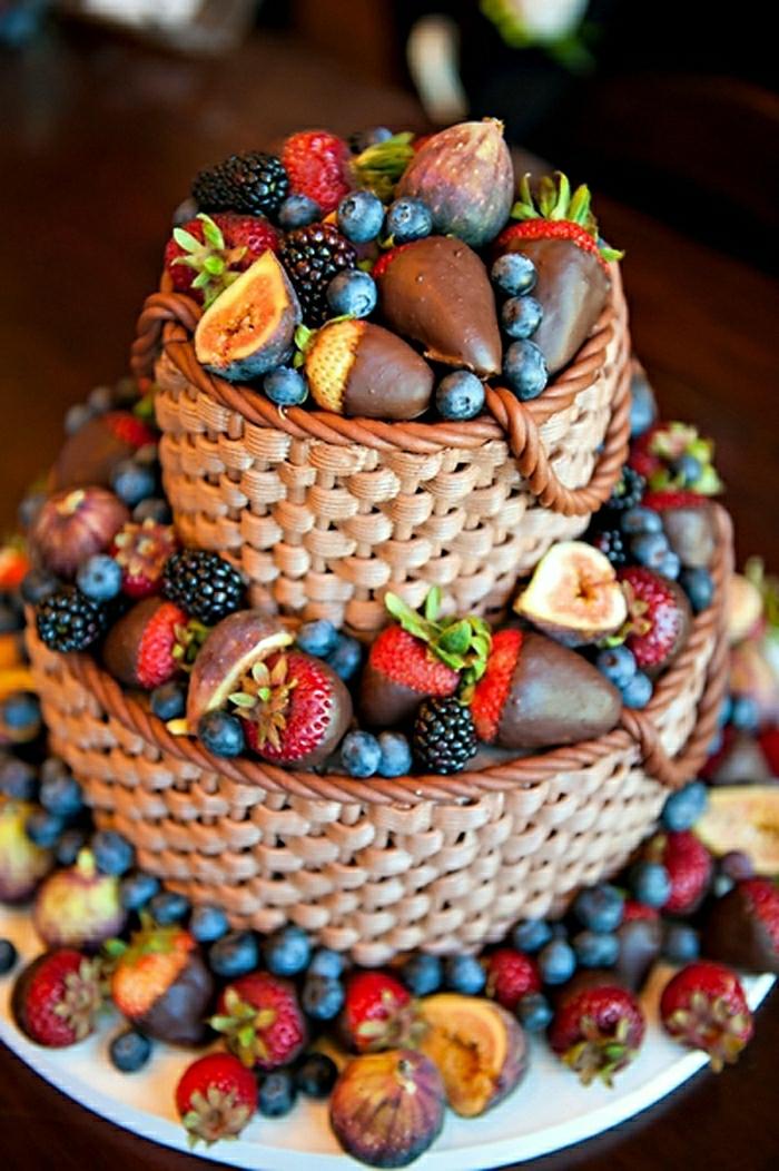 gateau-d-anniversaire-pour-fille-gateau-anniversaire-original-fille-déco-délicieux-avec-fruits