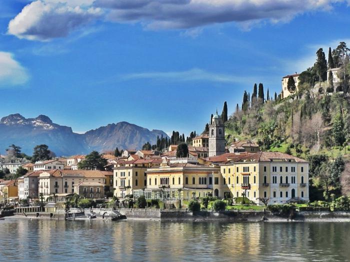 grand-hotel-villa-serbelloni-visiter-lac-de-come-nature-jolie-montagne-maisons-eglise-beauté