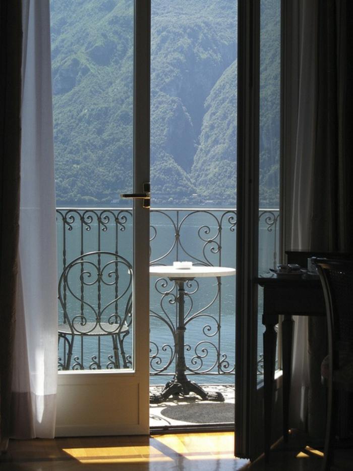 grand-hotel-villa-serbelloni-visiter-lac-de-come-nature-tourisme-café-terasse-au-bord-du-lac