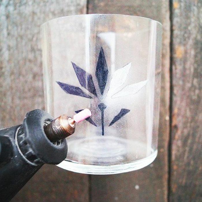 graveur-sur-verre-gravure-sur-verres-idée-créative-gravure -image-fleur-comment-graver
