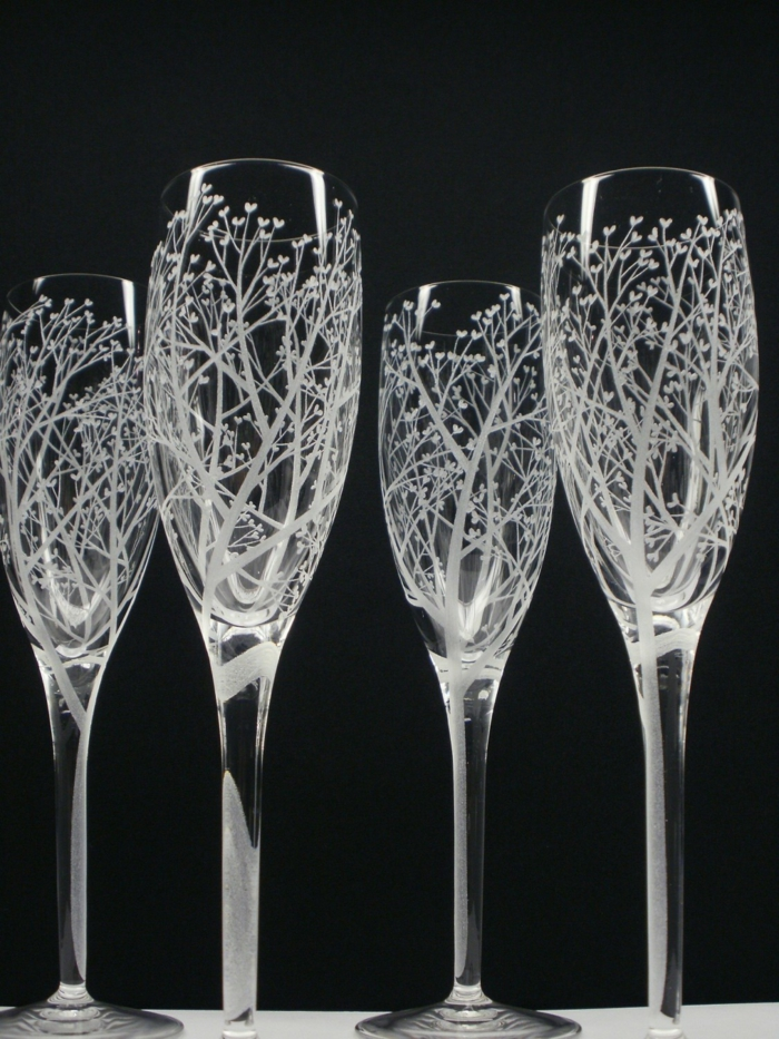 champagne flutes in vase la maison du cristal coffret de. Black Bedroom Furniture Sets. Home Design Ideas