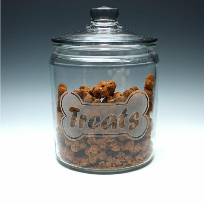 gravures-sur-verre-intérieur-table-ou-porte-en-verre-gravée-cool-idée-garder-biscuits-chien