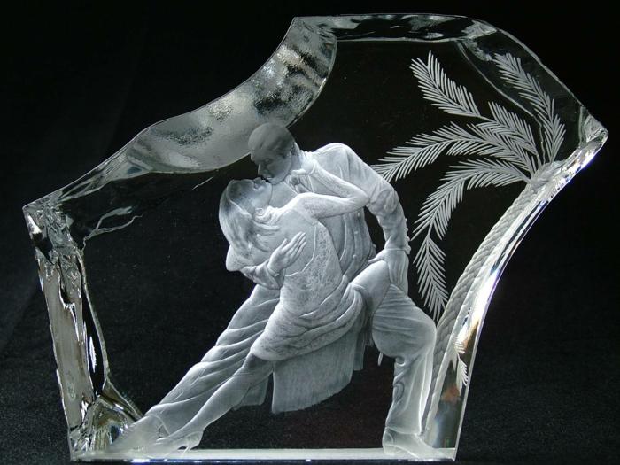 gravures-sur-verre-intérieur-table-ou-porte-en-verre-gravée-mariage-idée-photo-gravée