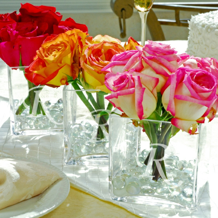 gravures-sur-verre-intérieur-table-ou-porte-en-verre-gravée-mariage-vase-fleurs