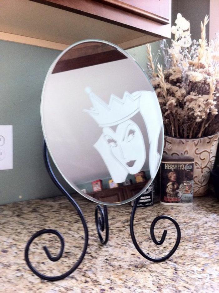 gravures-sur-verre-intérieur-table-ou-porte-en-verre-gravée-miroir-disney-neige