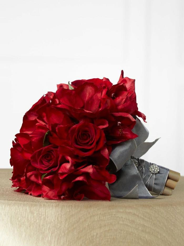 gros-bouquet-de-fleurs-enorme-bouquet-de-roses-magnifique-bouquet-de-fleurs-rouges