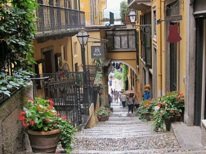hotel-de-charme-lac-de-come-lac-de-come-bellagio-italie-été-rue-jolie-petite