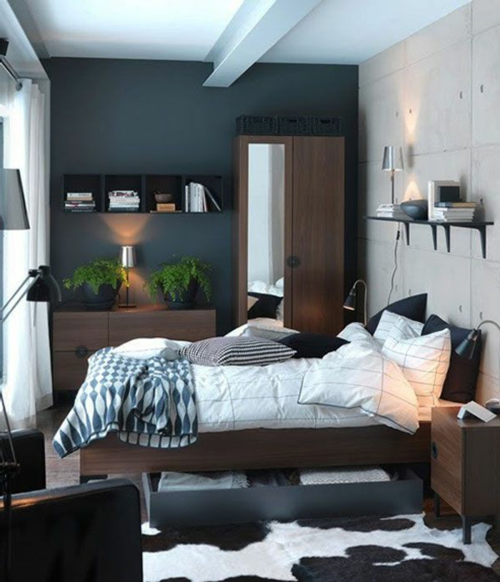 idéе-déco-chambre-parentale-meubles-en-bois-foncé-tapis-en-peau-d-animal-suite-parentale