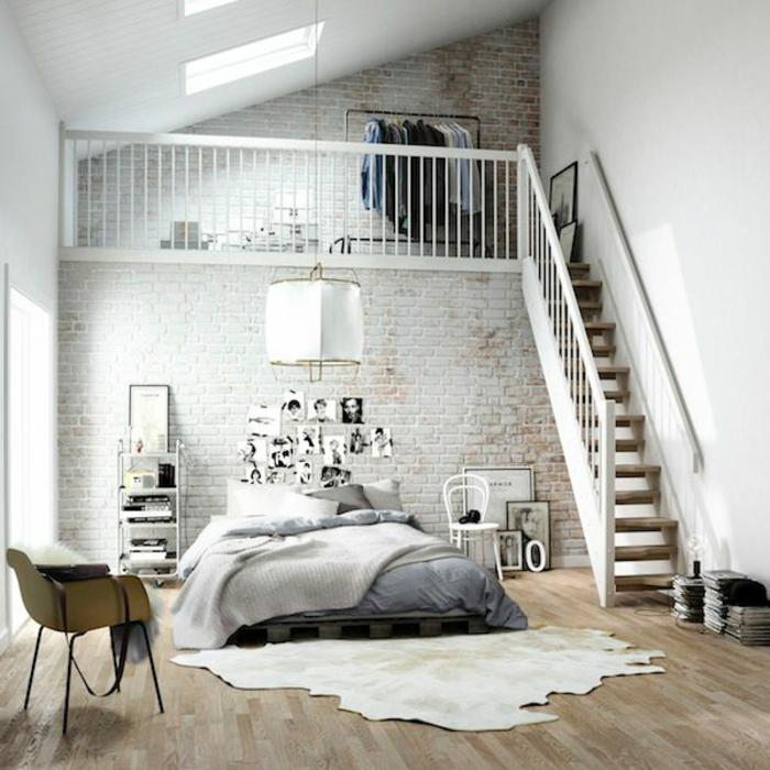 idéе-déco-chambre-parentale-sol-en-parquette-beige-mur-de-briques-deco-chambre-parentale