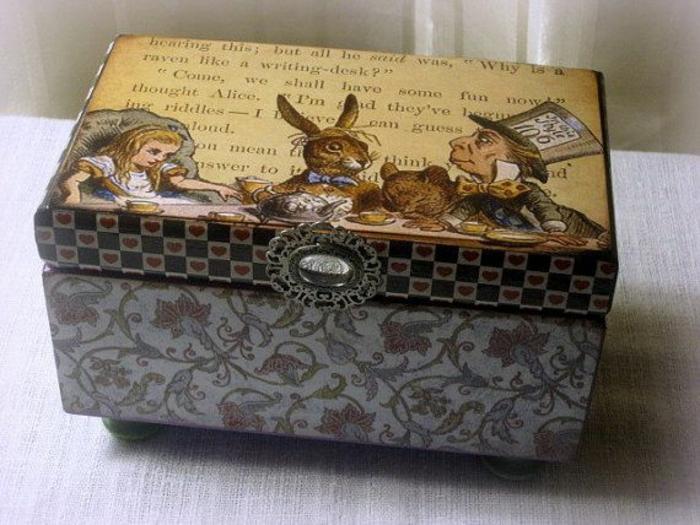 idée-originale-boite-a-bijoux-musical-boite-à-bijoux-musicale-en-bois-alice-dans-les-pays-de-merveille