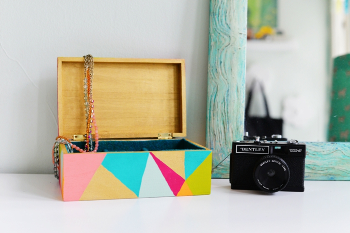 idée-originale-boite-a-bijoux-musical-boite-à-bijoux-musicale-en-bois-diy-coloré-appareil-de-photo