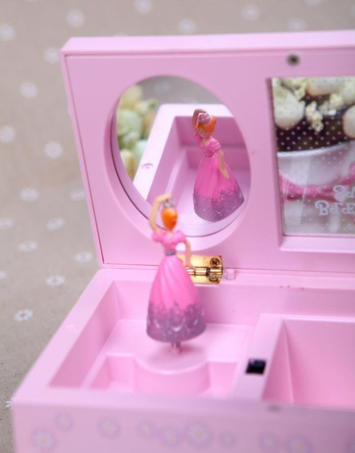 idée-originale-boite-a-bijoux-musical-boite-à-bijoux-musicale-en-bois-rose-ballerine-dancer-musique