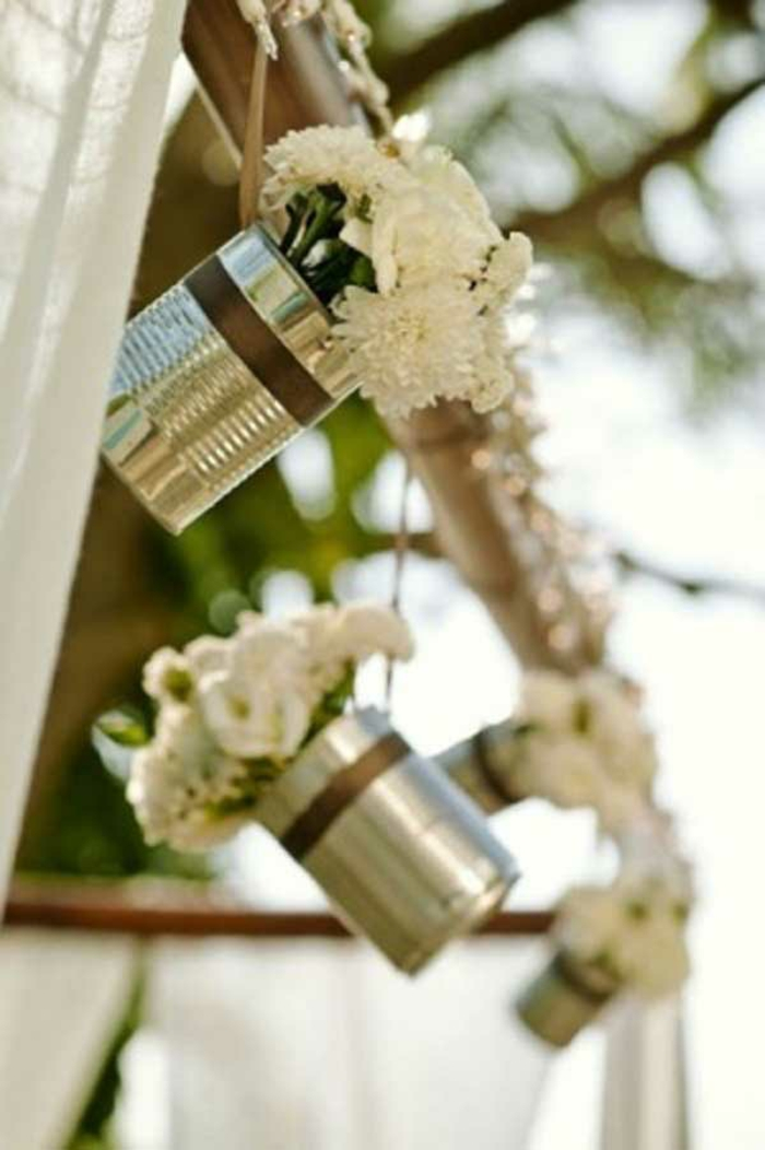 idées-déco-table-mariage-deco-voiture-mariage-à-faire-soi-même-fleurs-rustique