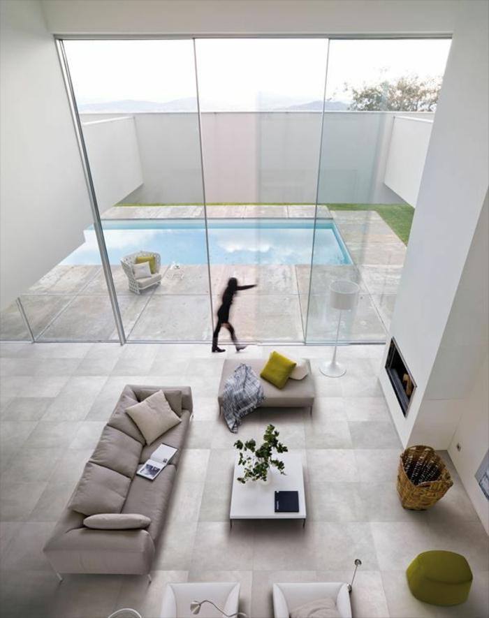 intérieur-style-japonais-meubles-gris-fenetre-grande-table-de-salon-basse-canapé-gris