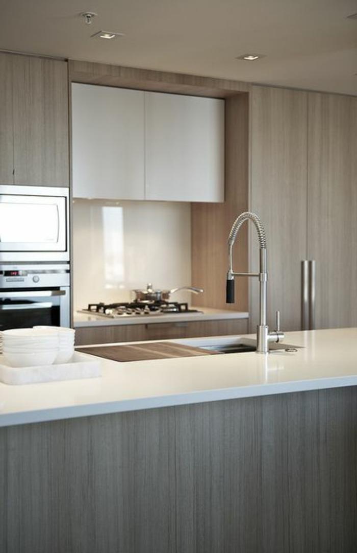 joli-îlot-de-cuisine-de-couleur-blanc-et-gris-pour-la-cuisine-de-luxe