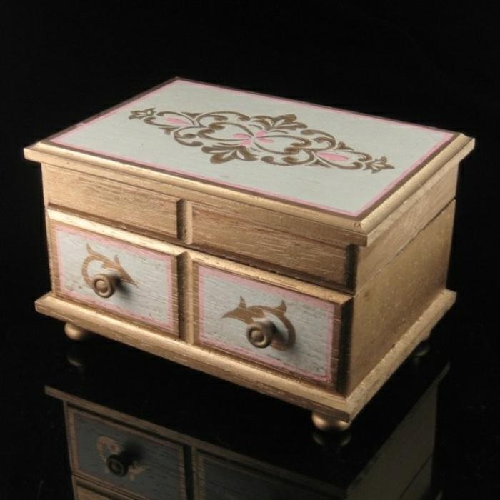 la-boite-a-musique-aménagement-boite-a-bijoux-enfant-bois-diy-peinture-vintage-style