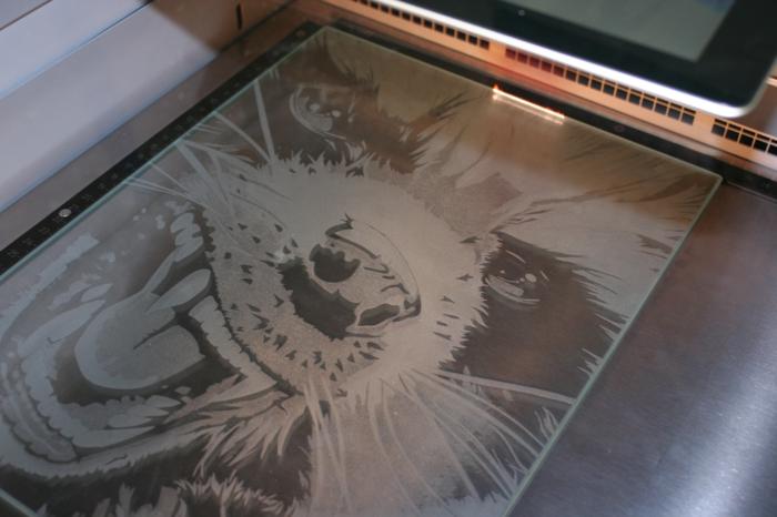 la-gravure-sur-verre-mariage-gravure-laser-sur-verre-offrir-les-gravures-sur-verre-cool