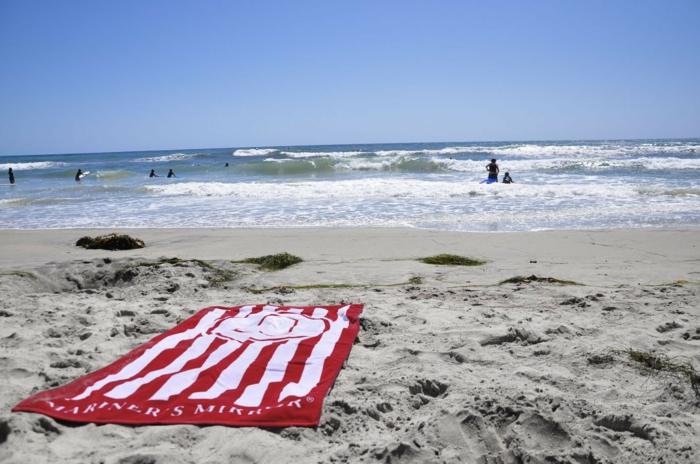 la-serviette-de-plage-femme-grand-drap-de-plage-poncho-de-plage-sable-mer-resized