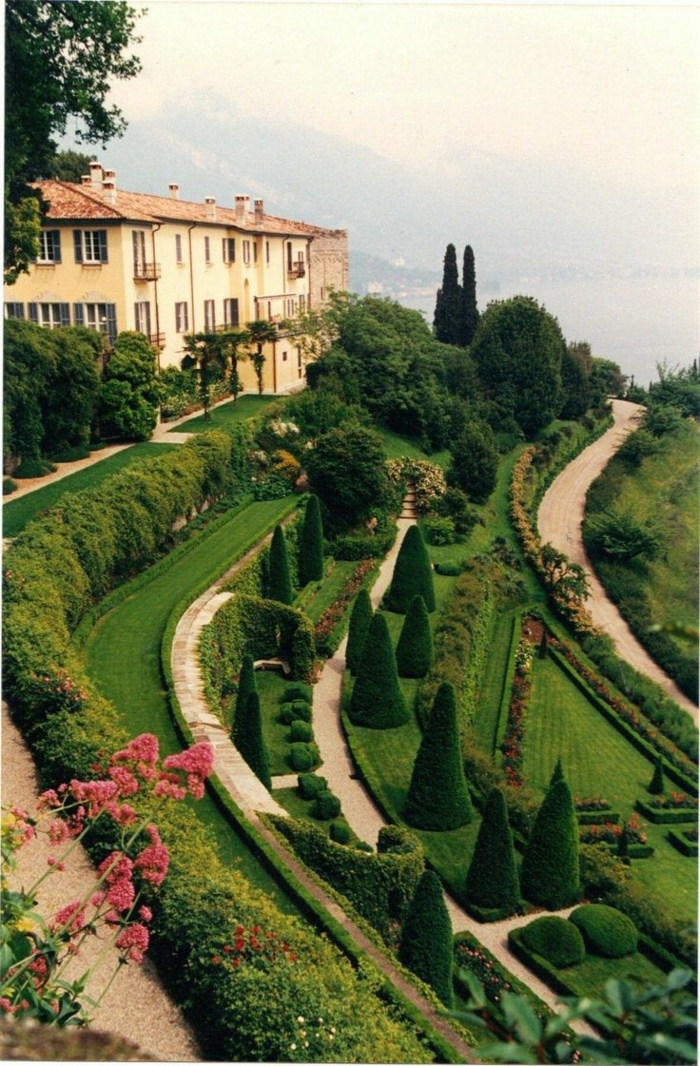 lac-de-côme-tourisme-Bellagio-italie-Lombardie-près-de-Milan-nature-verte-villa