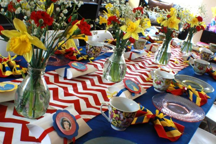 le-conte-de-fée-blanche-neige-et-les-sept-nains-idée-déco-festive-vases-table