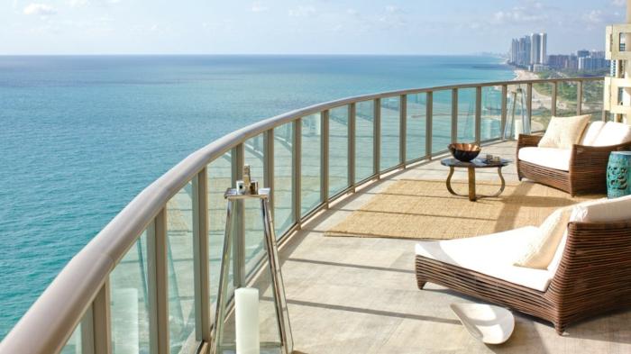 le-plus-beau-balcon-qui-vous-offre-le-plus-beau-paysage-vers-la-mer-avec-une-jolie-vue