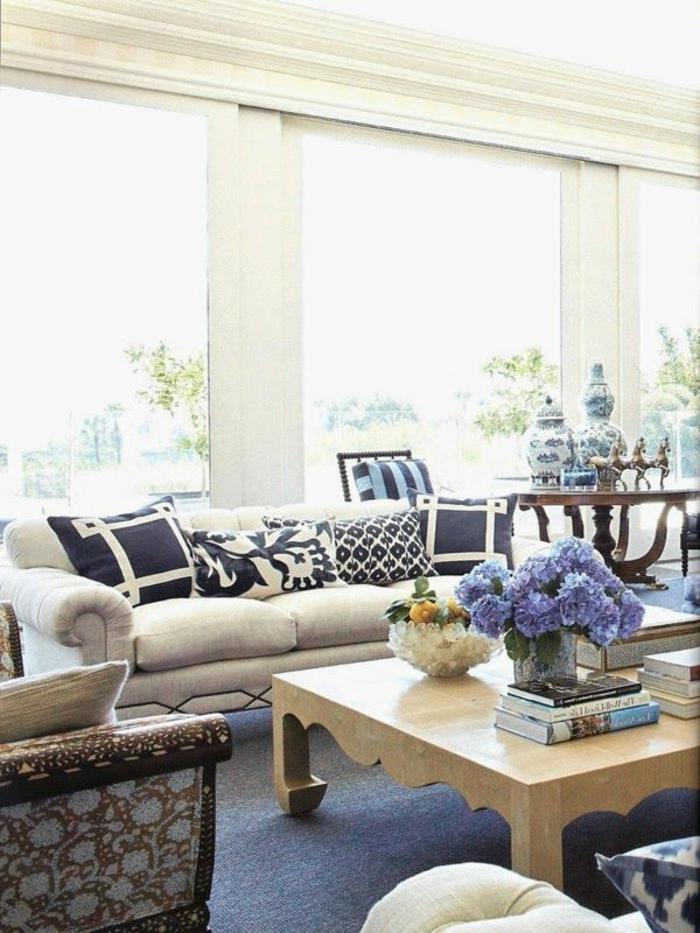 le-salon-marocain-blanc-canapé-style-marocain-comment-aménager-son-salon-blanche-coussins-chinois-vase