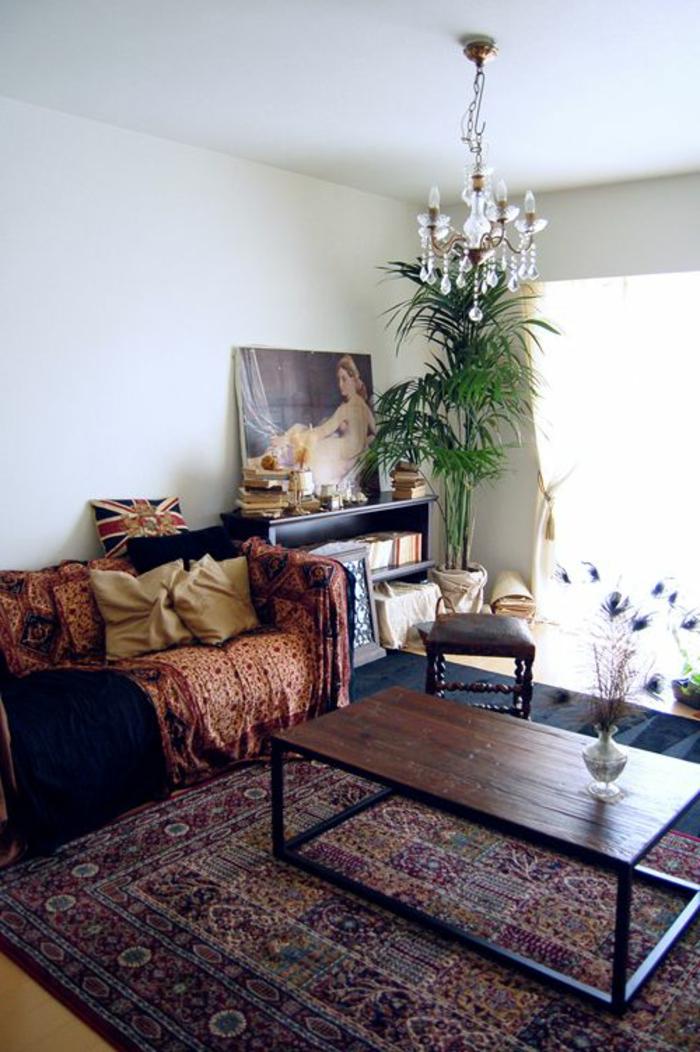 le-salon-marocain-blanc-canapé-style-marocain-comment-aménager-son-salon-lustre-baroque-table-basse-bois