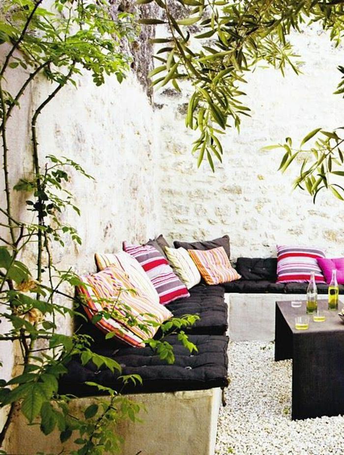 le-salon-marocain-blanc-canapé-style-marocain-comment-aménager-son-salon-sedari-salon-marocain-canape-marocain