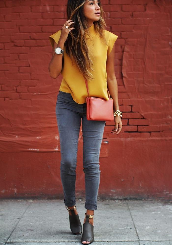 le-style-casuel-chic-adoptez-tenues-chics-femmes-quotidienne-idée-jeans-chemise-jaune-cool-sac-à-main-prada-cuir-rouge