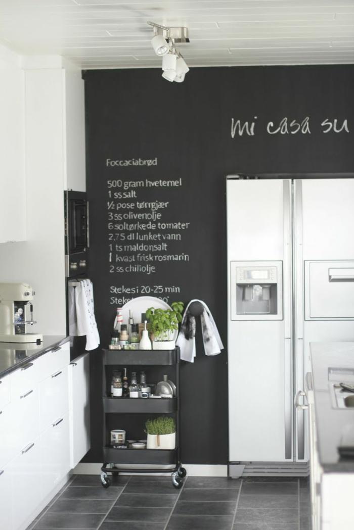 le-tableau-noir-cuisine-ardoise-noire-decoration-murale-interieur-cuisine-frigo