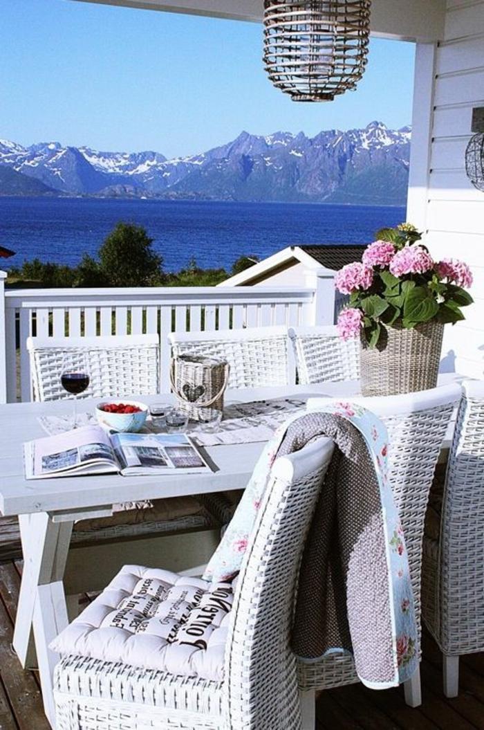 les-plus-beaux-coins-de-france-près-de-lac-avec-une-jolie-tarrasse-avec-vue-splendide