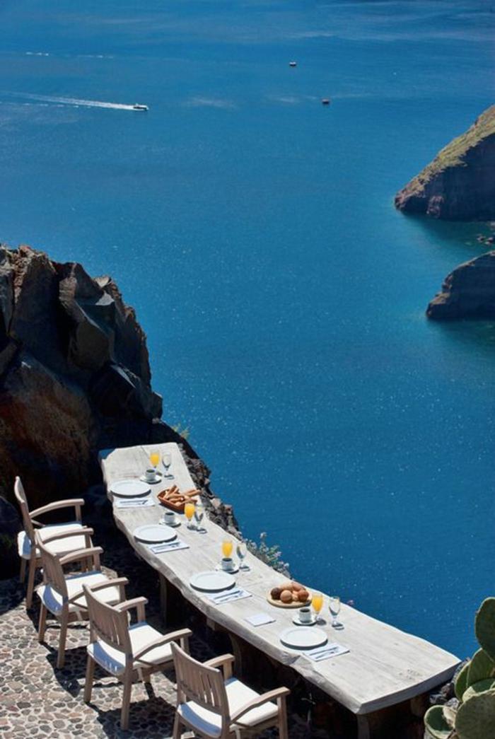 les-plus-beaux-paysages-du-monde-avec-un-joli-balcon-avec-une-vue-magnifique-vers-la-mer