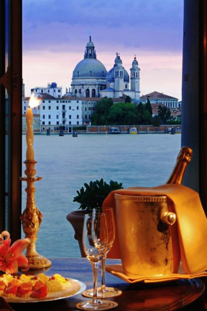 les-plus-beaux-paysages-du-monde-avec-un-joli-balcon-avec-une-vue-magnifique-vers-la-riviere