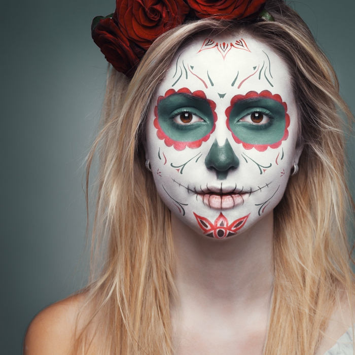maquillage-halloween-femme-maquillage-zombie-jolie-resized